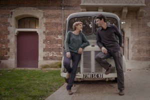 Honeymoon couple photos in Paris France with vintage car
