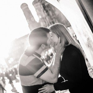 Romantic photos at honeymoon destinations with TripShooter Vacation Photographer- couple kissing in Munich by Anette Gottlicher