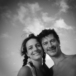 Smiling couple photos of founders of TripShooter Vacation Photographer - Jade and Bertrand Maitre