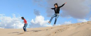 Amazing travel photos of tourists jumping in Australian sand dunes