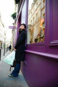 Tourist shopping in the Marais Paris France - take a vacation photographer!