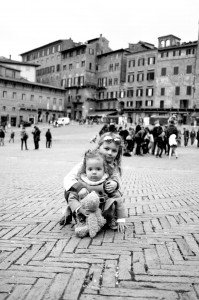 Photo of loving sisters travelling with vacation photographer in Europe