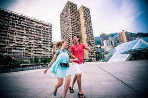 Didier Ours TripShooter Vacation Photographer in Nice France - funny couple portraits on holidays for romantic trip