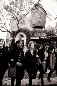 Friends exploring Montmartre together with TripShooter Vacation Photographer