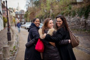 Friendship between backpackers with TripShooter Vacation Photographer in Paris France