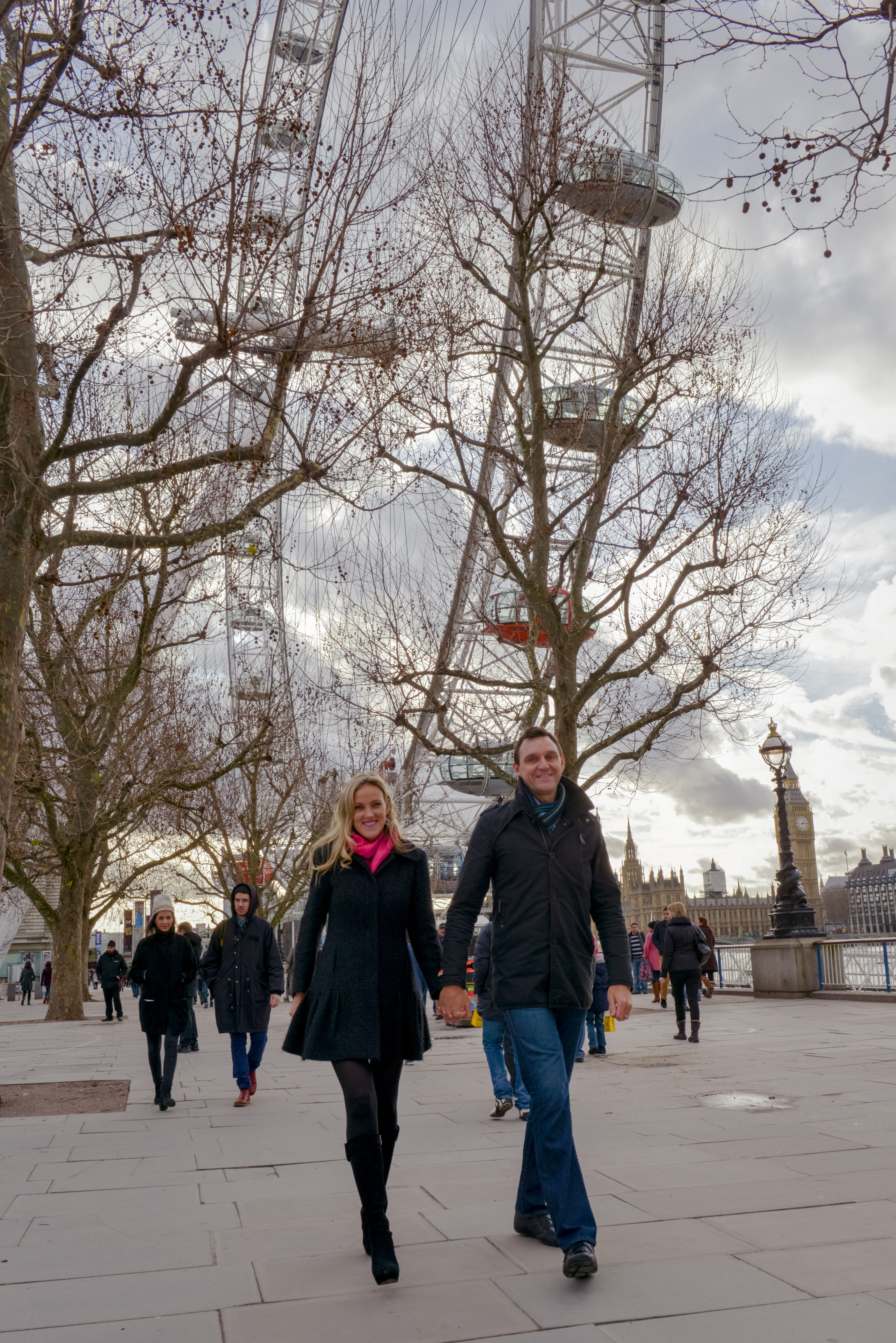 Romantic couple photos with TripShooter honeymoon photographer in London - happy couple at London Eye