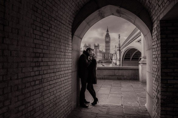 Romantic couple photo kiss in tunnel London by TripShooter honeymoon photographer