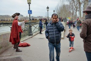 Laughing Boy at destination Paris Pont d'Arts