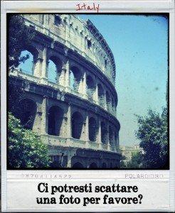 "Translate ""Can You Take a Photo of Us"" in Italian"