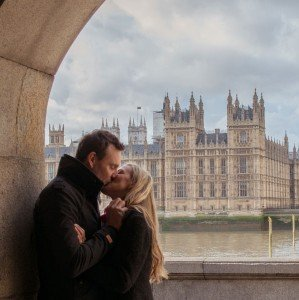 Kiss in front of Big Ben, London