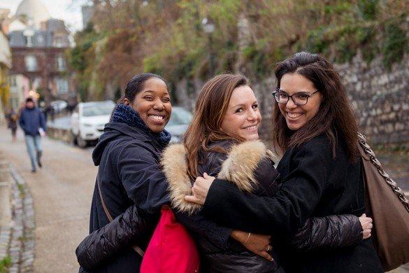 TripShooter - Friends walking at Montmartre