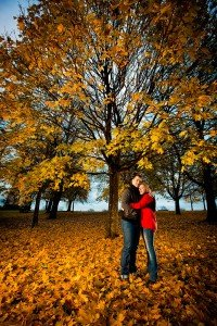 Loveshoot in the park by Glasgow photographers Chris Logue and Ewan Cameron