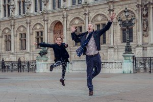 Family dancing at Hotel de Ville by TripShooter photographer in Paris