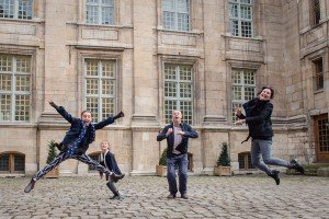 Family jumping happiness together - by vacation photographer in Paris, TripShooter
