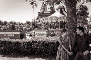 Romantic pictures of honeymoon couple in Paris