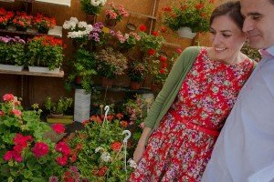 Paris honeymoon couple photo shoot at flower markets