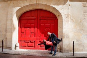 Cute couple portrait in doorway of Le Marais by Paris photographer Jade Maitre for TripShooter