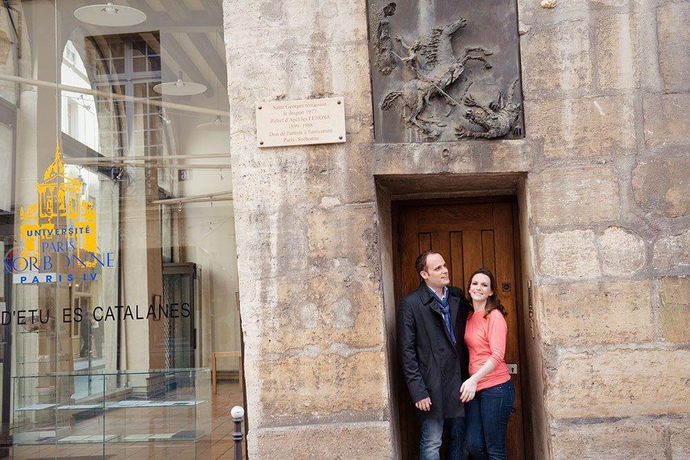 Romantic portrait of couple in doorway, Le Marais, by Paris photographer Jade Maitre for TripShooter