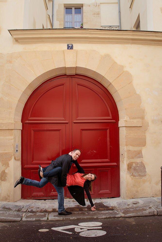 Cute couple portrait in doorway of Le Marais by Paris photographer Jade Maitre for TripShooter