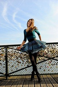 Fashion photo shoot on the Pont des Arts by Pierre Turyan, TripShooter Paris Photographer