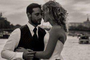 Romantic portrait of loving wedding couple in Paris by Pierre Turyan, TripShooter Paris Photographer