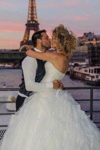 Paris wedding couple kiss by Pierre Turyan, TripShooter Paris Photographer