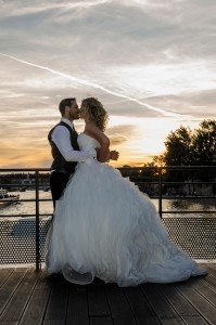 Romantic couple wedding on the Seine, by Pierre Turyan, TripShooter Paris Photographer