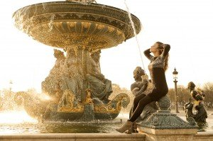 Woman at Concorde fountain by Pierre Turyan, TripShooter Paris Photographer