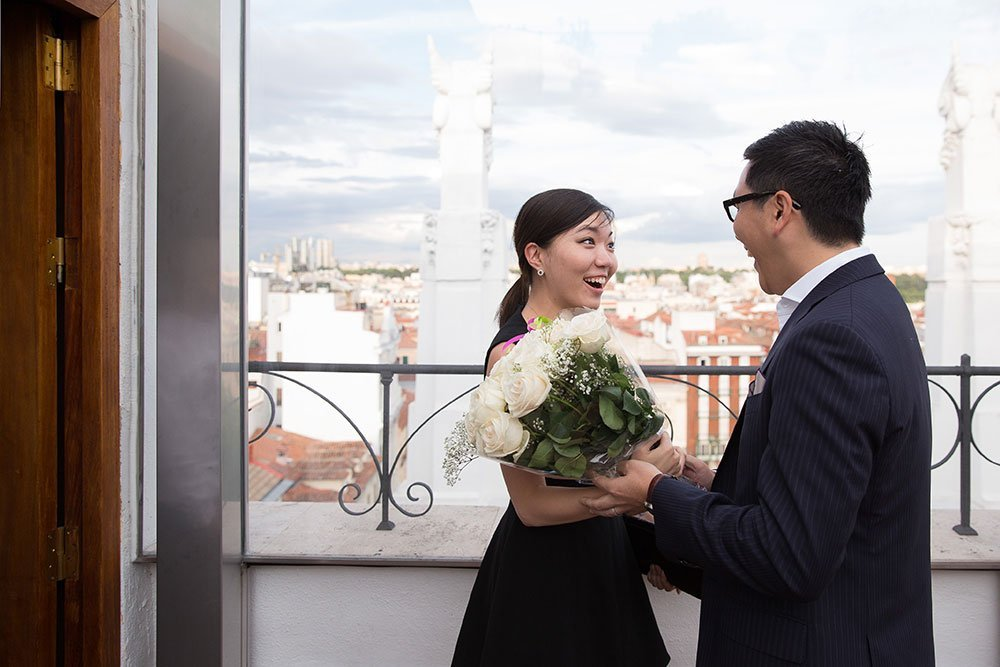 Beautiful surprise marriage proposal portraits captured by TripShooter Madrid Photographer Ludovic Magnoux