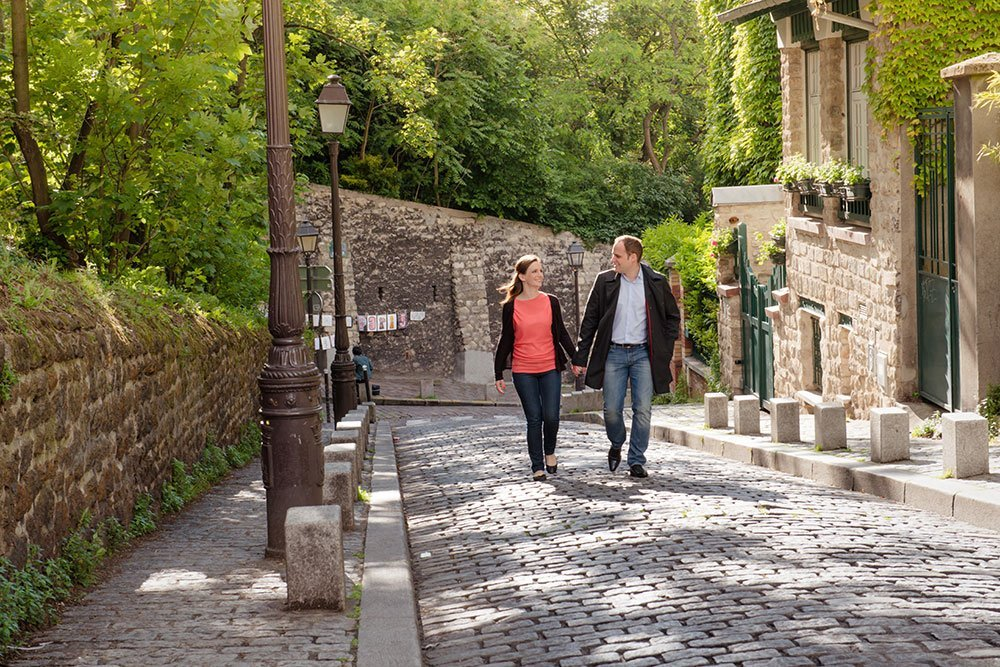 Paris anniversary loveshoot in streets of Montmartre by Paris photographer Jade Maitre for TripShooter