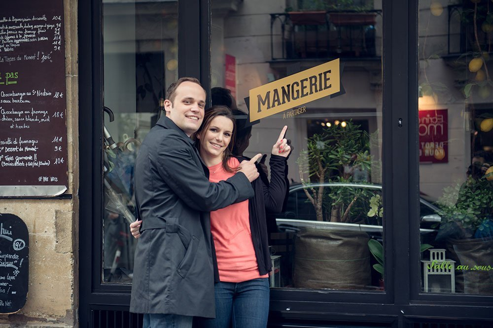 Couple anniversary photo session by Paris photographer Jade Maitre for TripShooter
