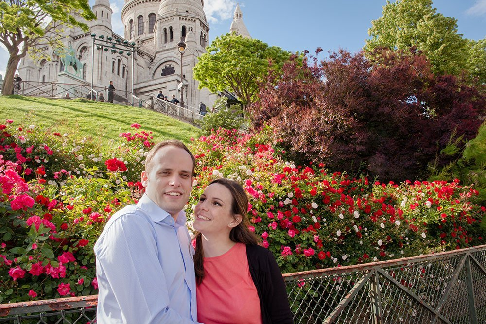 Romantic couple portrait at Sacre Coeur in Montmartre by Paris photographer jade Maitre