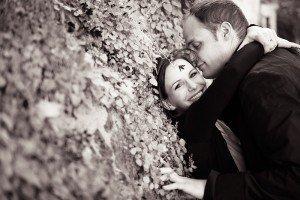 Loving couple photo in Montmartre Paris by Paris photographer Jade Maitre