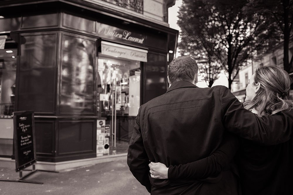 Honeymoon couple on Paris street by Paris photographer Jade Maitre