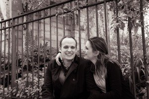Black and white portrait of couple in love by Paris photographer Jade Maitre