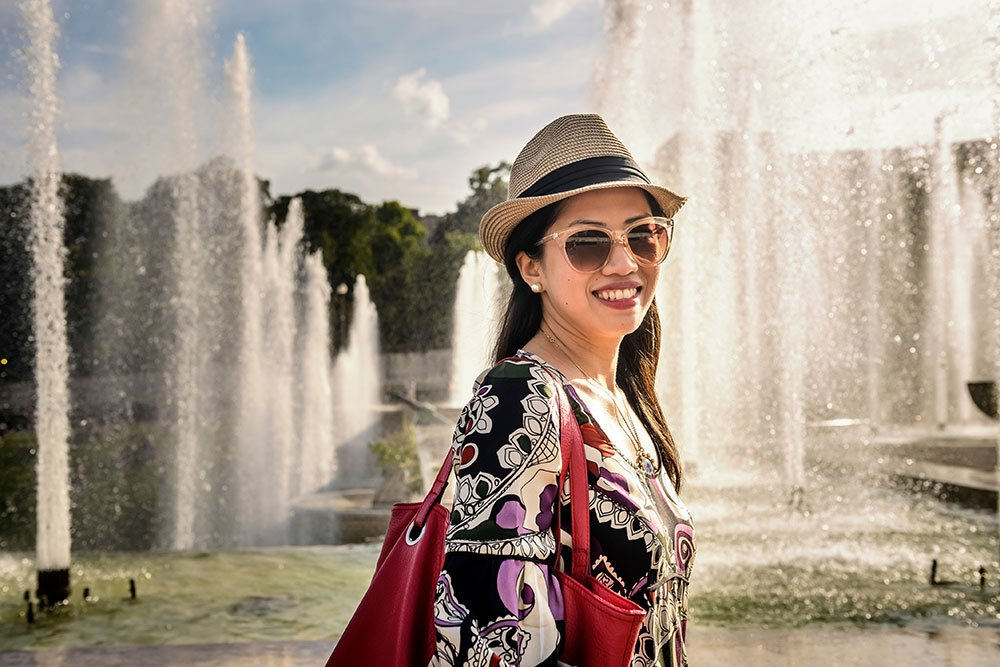 Vacation photo of smiling woman at Trocadero fountains by Paris photographer Pierre Turyan for TripShooter