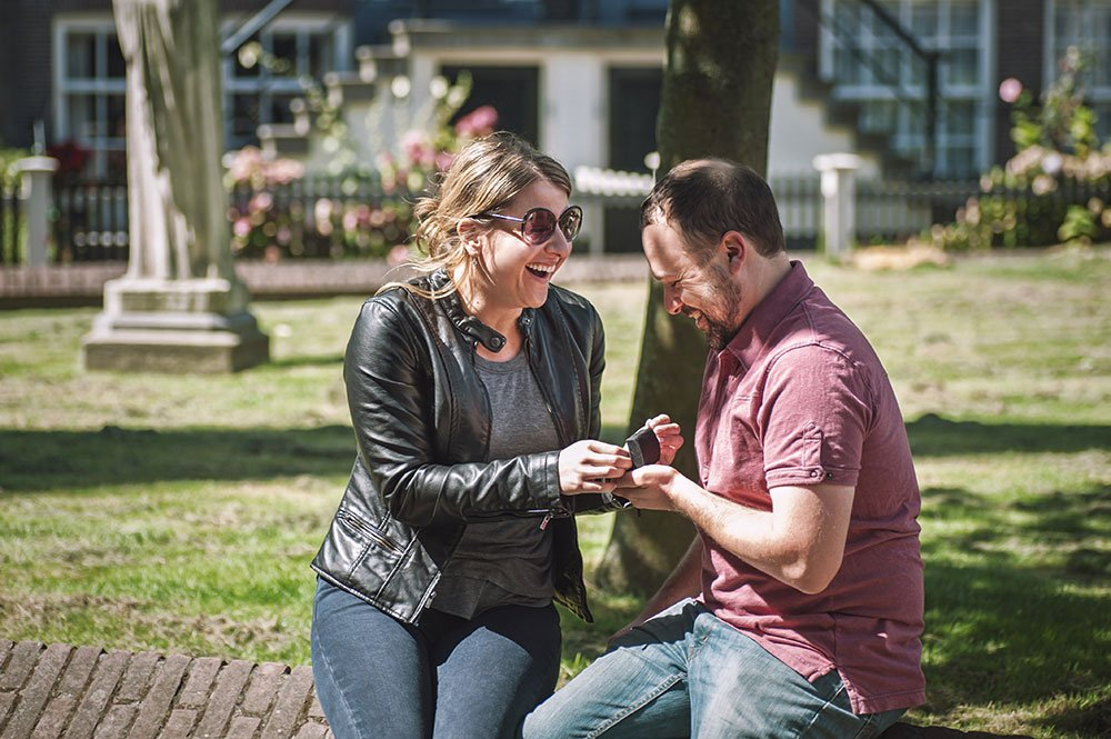 Surprise wedding proposal photos by TripShooter Amsterdam photographer Sal Marston