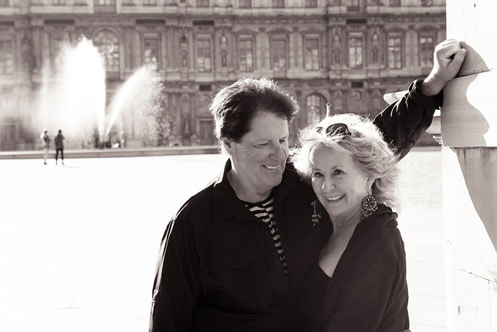 Loving couple portrait at the Louvre Place Carre by Paris photographer Jade Maitre for TripShooter