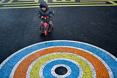 Photo of toddler on bike at Les Berges by Paris photographer Jade Maitre