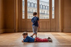 Photo of children at Opera Garniere by Paris photographer Jade Maitre