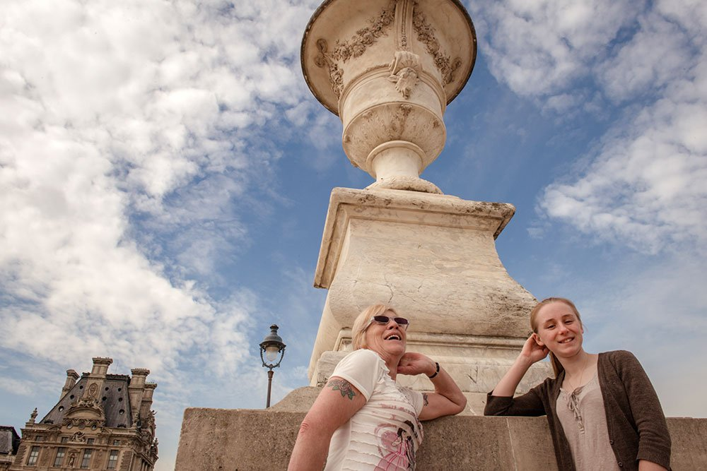 Laughing mother and daughter on Paris vacation photoshoot by Paris photographer Jade Maitre