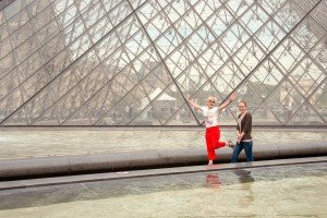 Paris vacation photos at Louvre pyramid by Paris photographer Jade Maitre