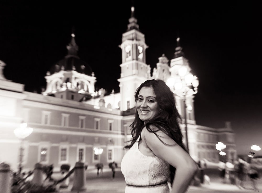 Portrait of beautiful woman in Madrid travels by TripShooter Madrid photographer Laura Emme