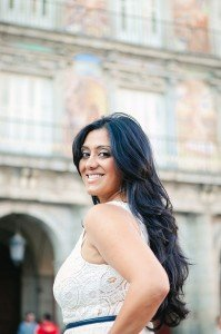 Smiling woman on vacation in Madrid by TripShooter Madrid photographer Laura Emme