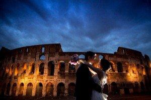 Destination wedding photo at Roman Colosseum by TripShooter Rome Photographer Alessandro Iasevoli