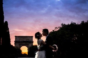 Romantic photo of couple at twilight by TripShooter Rome Photographer Alessandro Iasevoli