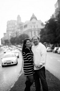 Unique vacation photo of couple in Madrid, by TripShooter Madrid Photographer Ludovic Magnoux