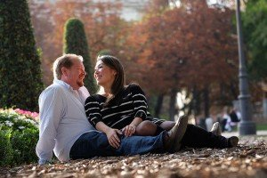 Couple laugh in Autumn Spanish park. Photo by TripShooter Madrid Photographer Ludovic Magnoux