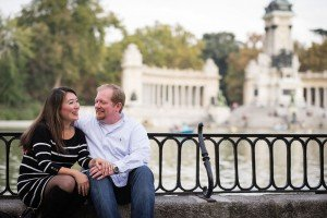 Romantic couple embrace in Spain, by TripShooter Madrid Photographer Ludovic Magnoux
