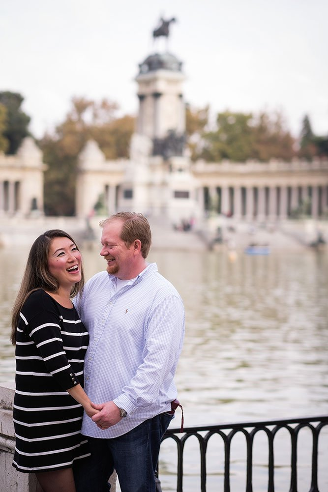 Laughing couple in Madrid by TripShooter Madrid Photographer Ludovic Magnoux